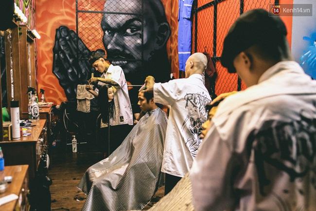 Bên trong khu phức hợp đậm phong cách Chicano của những chàng barber chất chơi ở Sài Gòn - Ảnh 15.