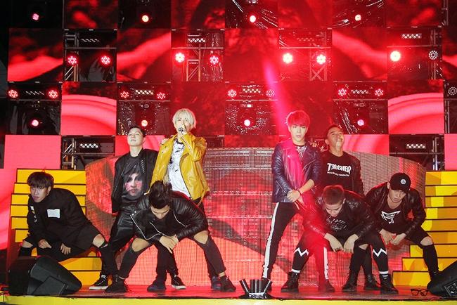 Đông Nhi sung hết cỡ cùng hàng nghìn fan trong đêm mở màn tour liveshow xuyên Việt - Ảnh 10.