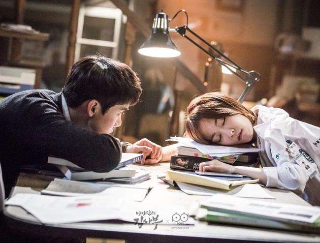 Romantic Doctor, Teacher Kim - Ngành Y lại tỏa sức hấp dẫn trên màn ảnh nhỏ Hàn dịp cuối năm - Ảnh 19.