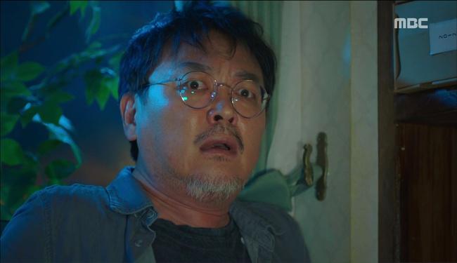 """""""W"""": Từ cuộc đời vạn người mê, Lee Jong Suk và Han Hyo Joo giờ đây không khác gì ăn mày - Ảnh 23."""
