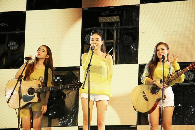 Đông Nhi sung hết cỡ cùng hàng nghìn fan trong đêm mở màn tour liveshow xuyên Việt - Ảnh 18.