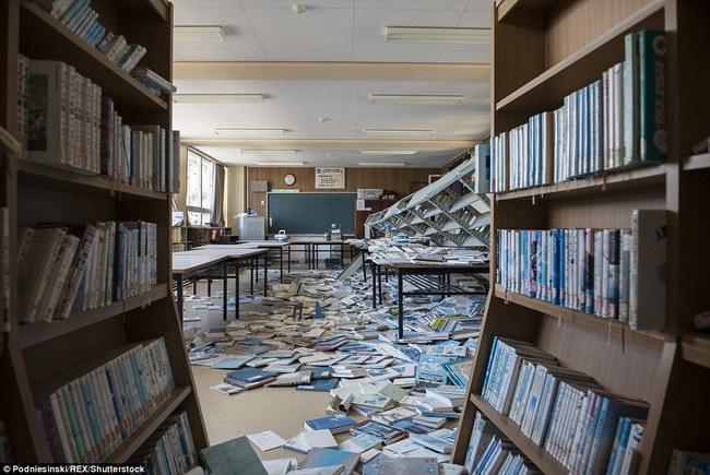 Chùm ảnh: Những bức hình ám ảnh về thị trấn ma sau thảm họa nhà máy hạt nhân Fukushima, Nhật Bản 2011 - Ảnh 18.