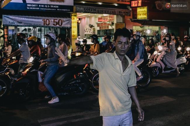 Phát điên, ngộp thở vì cảnh giờ nào cũng kẹt xe, chỗ nào cũng kẹt xe ở Sài Gòn - Ảnh 17.
