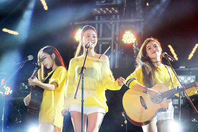 Đông Nhi sung hết cỡ cùng hàng nghìn fan trong đêm mở màn tour liveshow xuyên Việt - Ảnh 19.