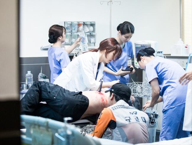 Romantic Doctor, Teacher Kim - Ngành Y lại tỏa sức hấp dẫn trên màn ảnh nhỏ Hàn dịp cuối năm - Ảnh 22.