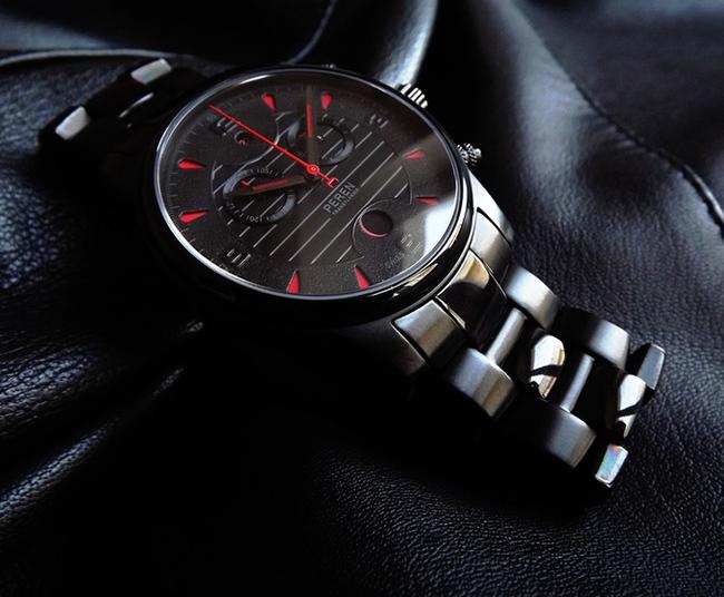Bộ sưu tập đồng hồ đeo tay bí ẩn mang phong cách ma cà rồng - Ảnh 3.