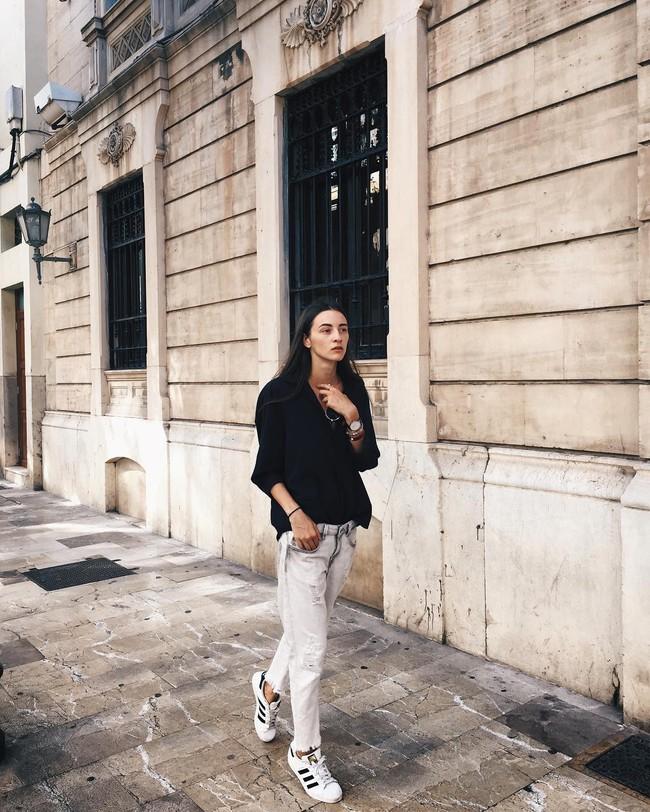 Ngắm street style giới trẻ thế giới, bạn sẽ thấy mặc chất chẳng bắt buộc phải cầu kỳ - Ảnh 10.