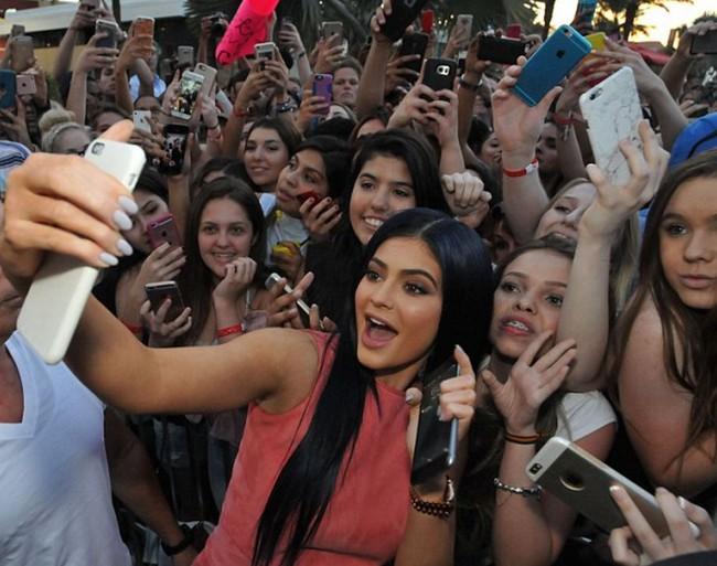 Không phải Kim hay Kendall, Kylie Jenner mới là mỹ nhân đáng ngưỡng mộ nhất nhà Kardashian - ảnh 1