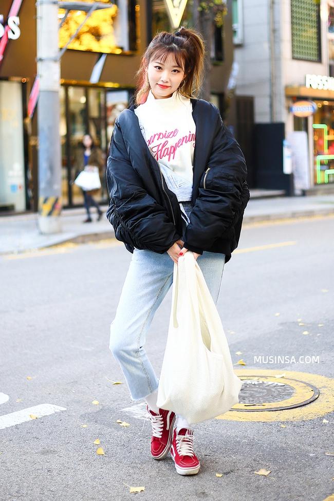 Giới trẻ thế giới thách thức trời đông với street style đẹp bá cháy - Ảnh 2.