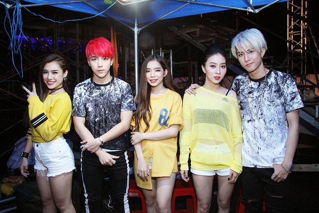 Đông Nhi sung hết cỡ cùng hàng nghìn fan trong đêm mở màn tour liveshow xuyên Việt - Ảnh 23.