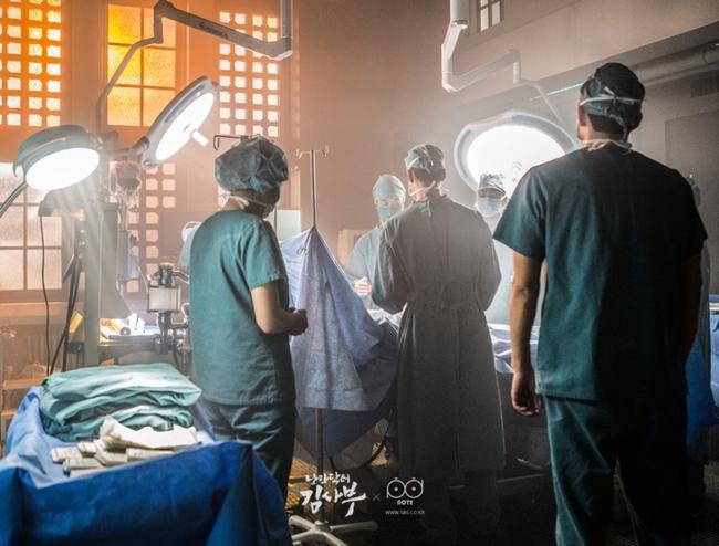 Romantic Doctor, Teacher Kim - Ngành Y lại tỏa sức hấp dẫn trên màn ảnh nhỏ Hàn dịp cuối năm - Ảnh 23.