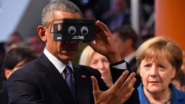Mải nghịch kính thực tế ảo, Tổng thống Obama thành nạn nhân của các thánh chế ảnh - Ảnh 1.