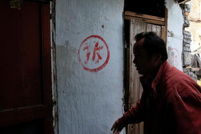 Chùm ảnh: Cuộc sống nghèo khổ phía sau những tòa nhà chọc trời và cuộc sống xa hoa ở Thượng Hải - Ảnh 6.