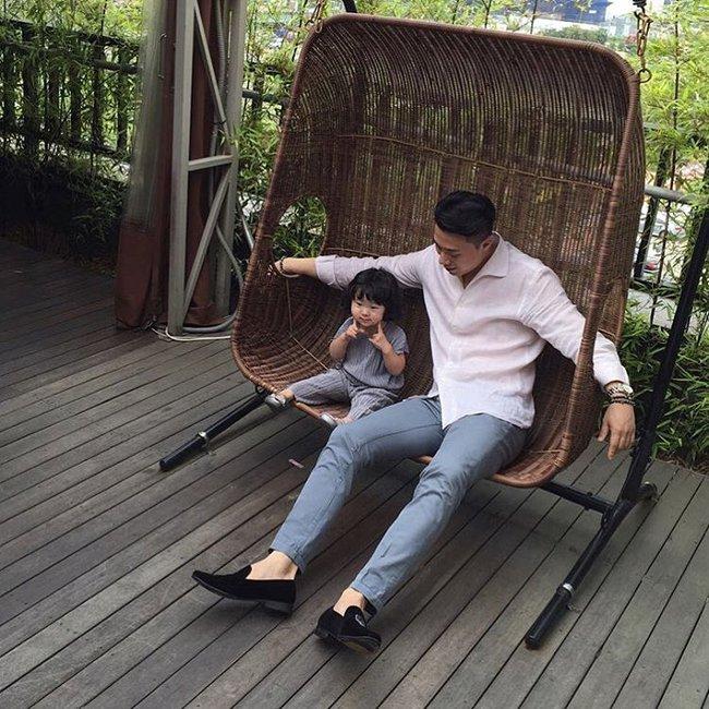 Loạt ảnh siêu cấp đáng yêu của ông bố điển trai cao 1m92 và cô con gái tí hon - Ảnh 20.