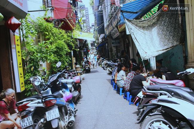Có gì ở những con đường, con ngõ ngắn nhất trong lòng phố cổ Hà Nội - Ảnh 6.