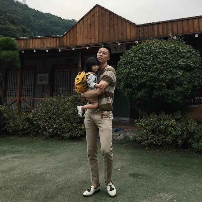Loạt ảnh siêu cấp đáng yêu của ông bố điển trai cao 1m92 và cô con gái tí hon - Ảnh 28.