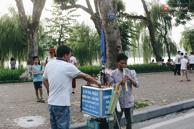 Phố đi bộ Hà Nội sau 3 tuần thí điểm: Yên bình nhưng... buồn tẻ vì thiếu điểm vui chơi giải trí! - Ảnh 9.