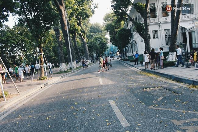 Phố đi bộ Hà Nội sau 3 tuần thí điểm: Yên bình nhưng... buồn tẻ vì thiếu điểm vui chơi giải trí! - Ảnh 15.