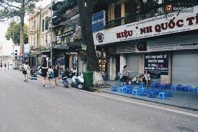 Phố đi bộ Hà Nội sau 3 tuần thí điểm: Yên bình nhưng... buồn tẻ vì thiếu điểm vui chơi giải trí! - Ảnh 10.