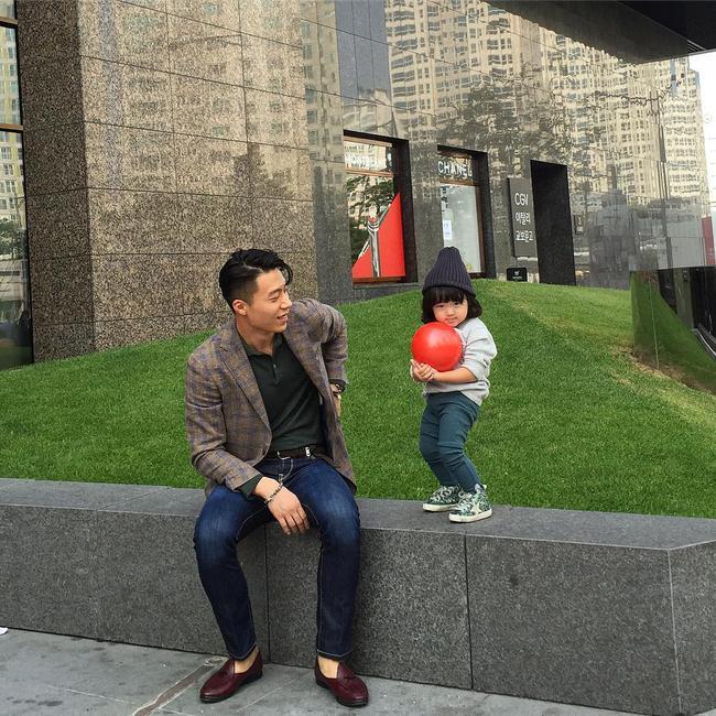 Loạt ảnh siêu cấp đáng yêu của ông bố điển trai cao 1m92 và cô con gái tí hon - Ảnh 31.
