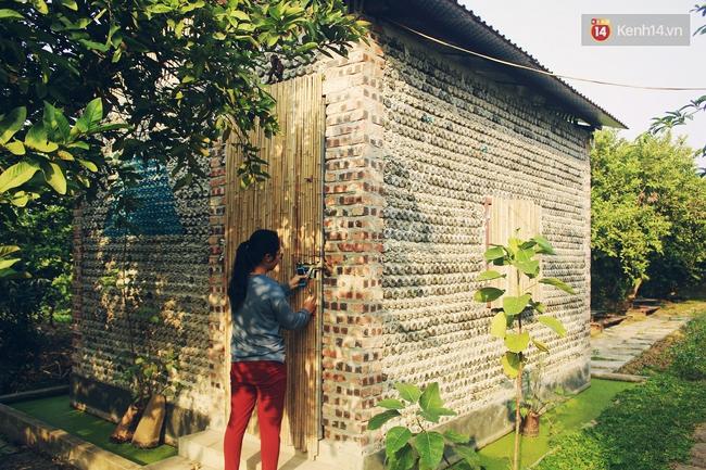 Ngôi nhà đặc biệt xây bằng 8.800 vỏ chai nhựa ở Hà Nội - Ảnh 1.