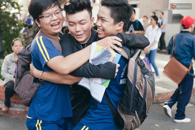 Gần 900.000 thí sinh làm thủ tục chính thức bước vào kỳ thi THPT Quốc gia - Ảnh 8.