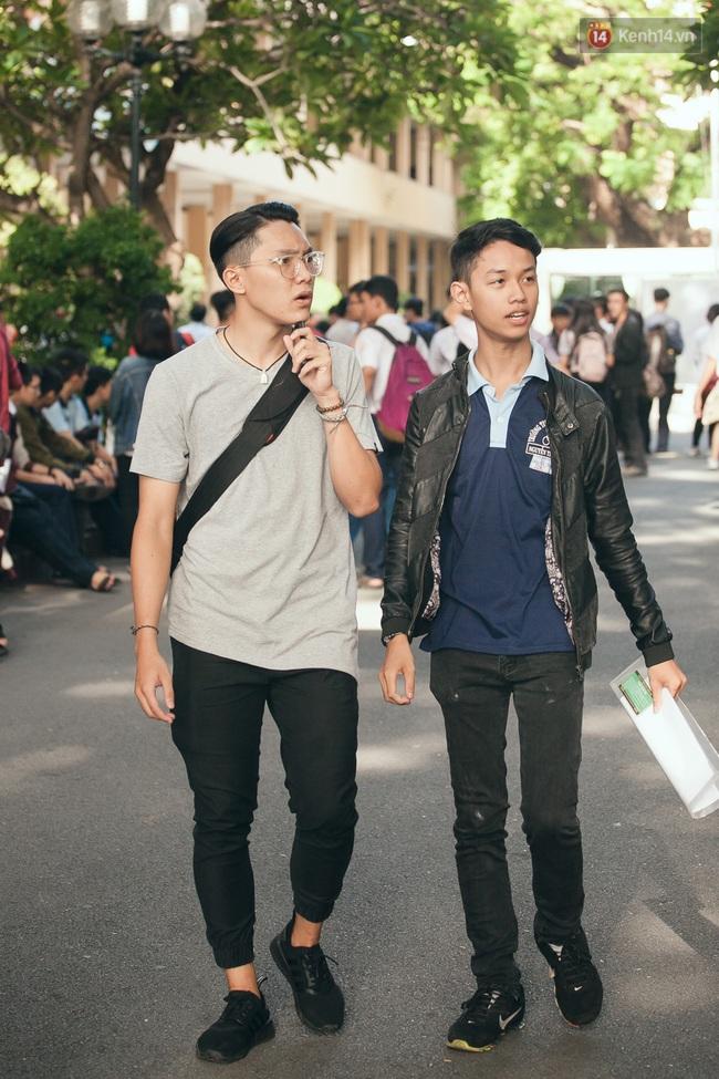Gần 900.000 thí sinh làm thủ tục chính thức bước vào kỳ thi THPT Quốc gia - Ảnh 11.