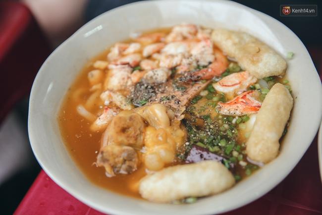 3 hàng bánh canh cua không lúc nào vắng khách ở Sài Gòn - Ảnh 3.