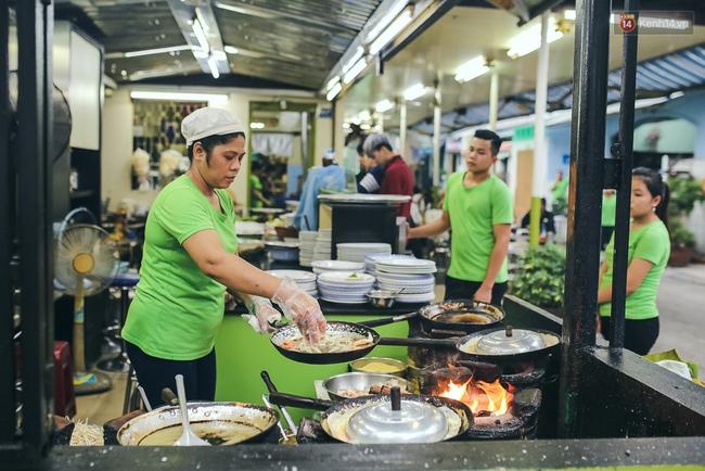 Ghi vào sổ 4 hàng bánh xèo siêu ngon, lúc nào cũng đông khách ở Sài Gòn - Ảnh 2.