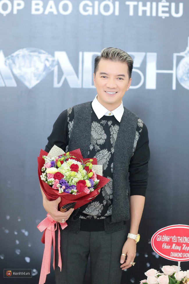 Đàm Vĩnh Hưng bảnh bao trong ngày ra mắt liveshow kỉ niệm 20 năm ca hát tại Hà Nội - Ảnh 2.
