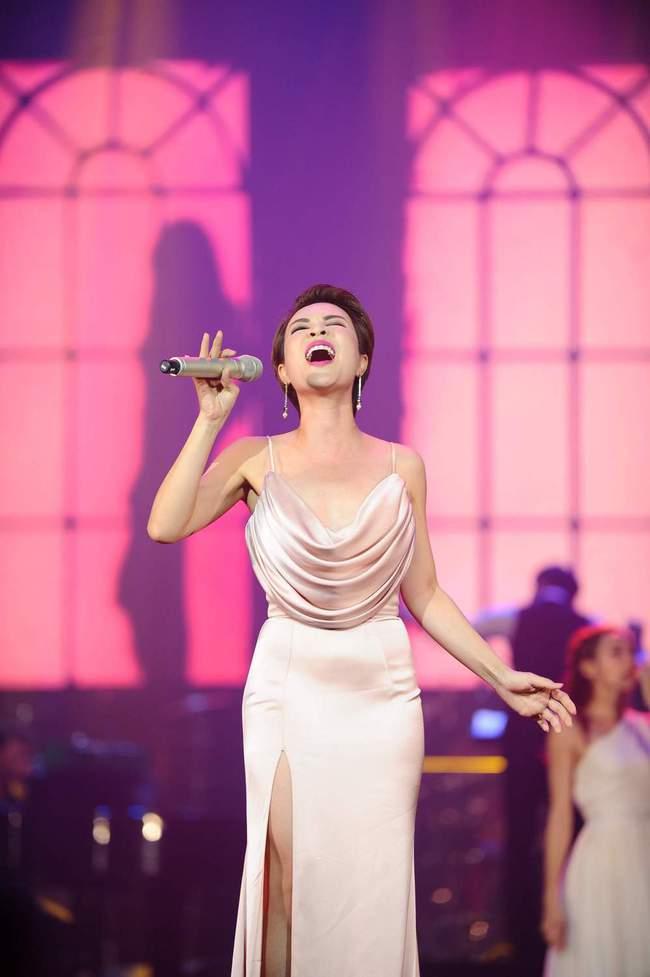 Khán giả xúc động khi trở lại thời Làn sóng xanh trong liveshow nhạc sĩ Việt Anh - Ảnh 17.