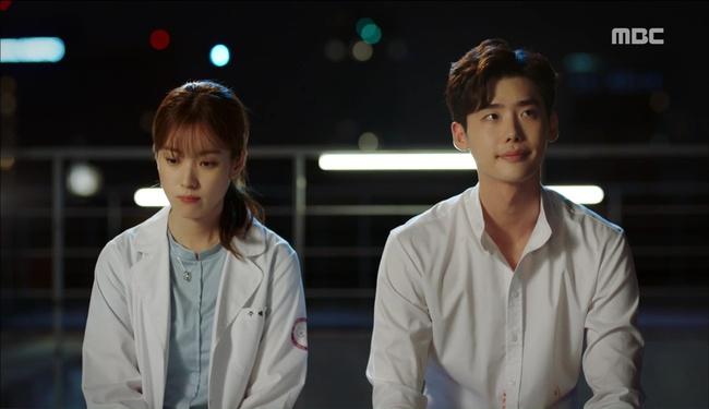 """""""W"""": Từ cuộc đời vạn người mê, Lee Jong Suk và Han Hyo Joo giờ đây không khác gì ăn mày - Ảnh 35."""