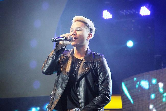 Đông Nhi sung hết cỡ cùng hàng nghìn fan trong đêm mở màn tour liveshow xuyên Việt - Ảnh 13.