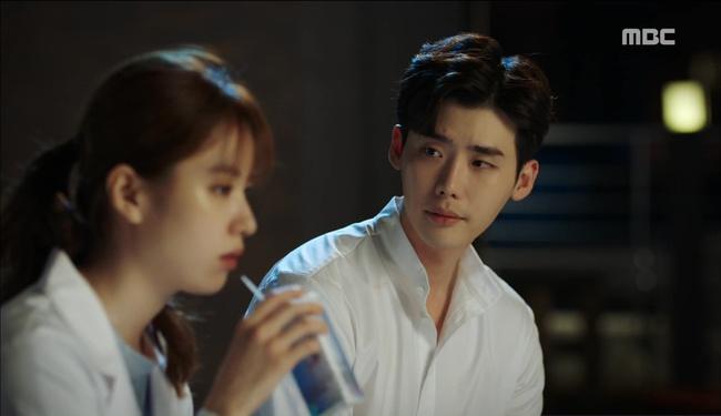 """""""W"""": Từ cuộc đời vạn người mê, Lee Jong Suk và Han Hyo Joo giờ đây không khác gì ăn mày - Ảnh 37."""