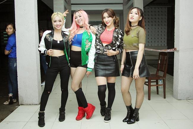 Đông Nhi sung hết cỡ cùng hàng nghìn fan trong đêm mở màn tour liveshow xuyên Việt - Ảnh 24.