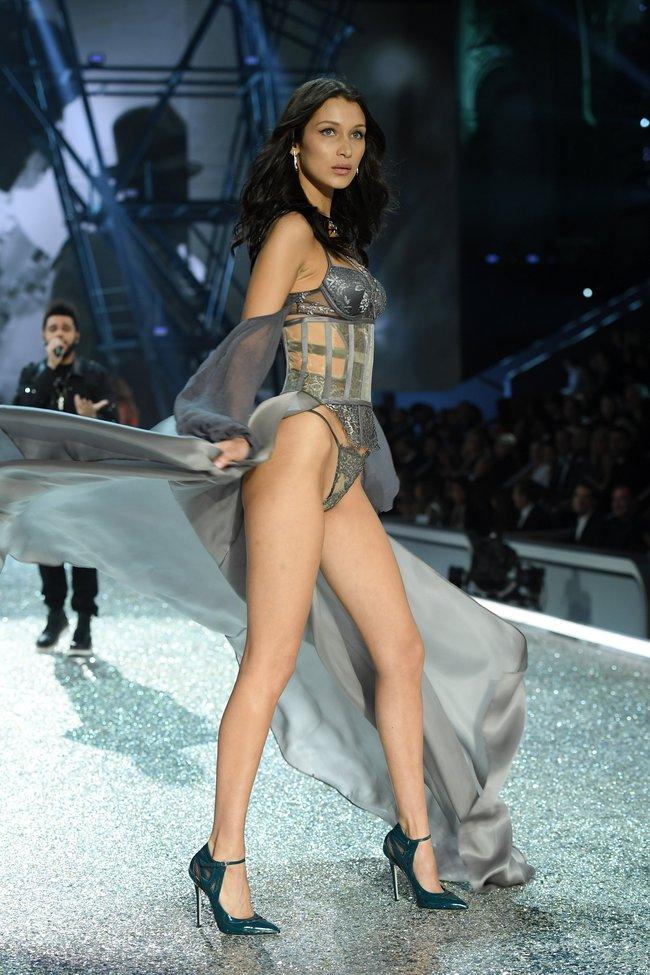 Chiêm ngưỡng loạt hình ảnh nóng bỏng tay trong Victorias Secret Fashion Show 2016! - Ảnh 24.