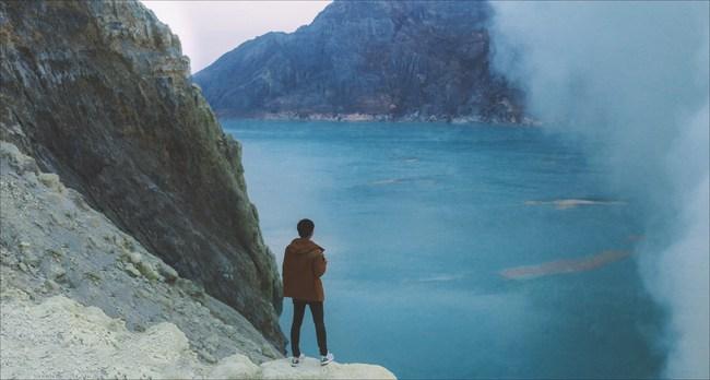 Ở ngay gần Việt Nam thôi, bạn có thể trải nghiệm cảm giác săn mây trên đỉnh núi lửa! - Ảnh 1.