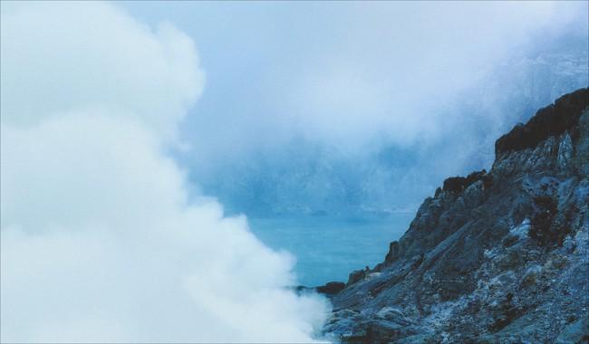 Ở ngay gần Việt Nam thôi, bạn có thể trải nghiệm cảm giác săn mây trên đỉnh núi lửa! - Ảnh 3.