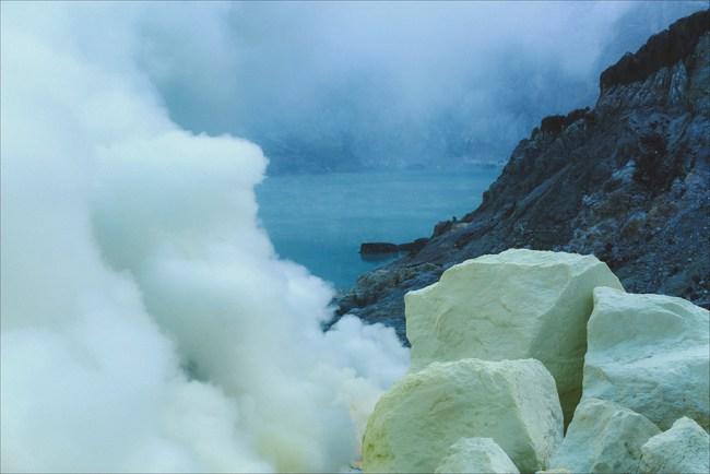 Ở ngay gần Việt Nam thôi, bạn có thể trải nghiệm cảm giác săn mây trên đỉnh núi lửa! - Ảnh 9.