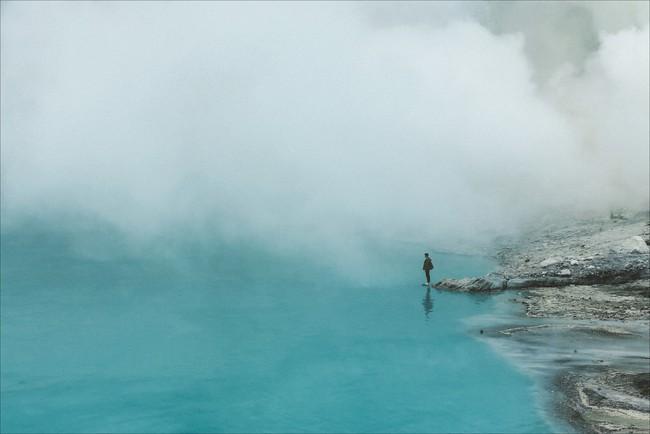 Ở ngay gần Việt Nam thôi, bạn có thể trải nghiệm cảm giác săn mây trên đỉnh núi lửa! - Ảnh 10.