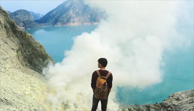 Ở ngay gần Việt Nam thôi, bạn có thể trải nghiệm cảm giác săn mây trên đỉnh núi lửa! - Ảnh 2.