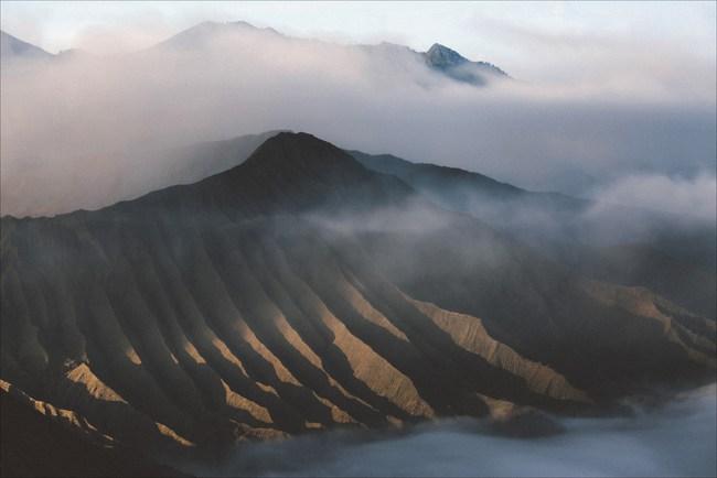 Ở ngay gần Việt Nam thôi, bạn có thể trải nghiệm cảm giác săn mây trên đỉnh núi lửa! - Ảnh 19.