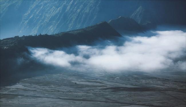 Ở ngay gần Việt Nam thôi, bạn có thể trải nghiệm cảm giác săn mây trên đỉnh núi lửa! - Ảnh 22.