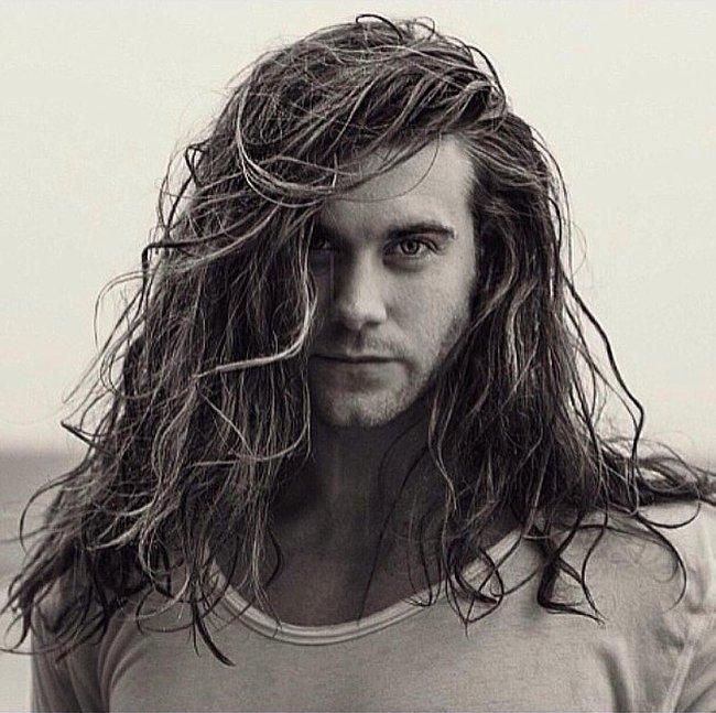 Ai bảo con trai thì không được để tóc dài? Vẫn quyến rũ và nam tính thế này mà! - Ảnh 19.