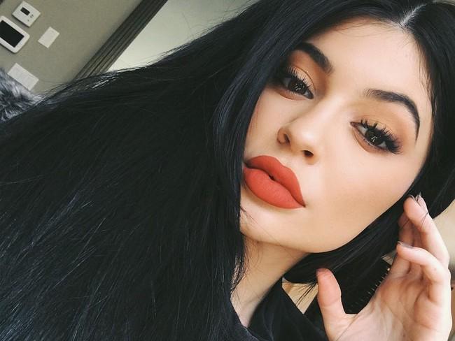 Kylie Jenner hối hận vì từng bơm môi quá đà - Ảnh 3.