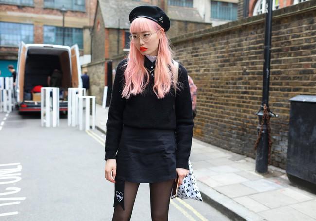 Fashionista thế giới náo loạn vì tóc nhuộm neon cùng mái siêu ngắn chẳng giống ai - Ảnh 3.