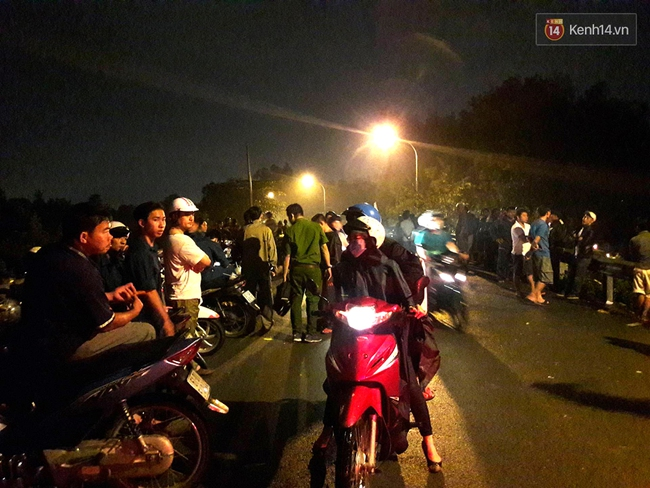 Trắng đêm giăng lưới tìm bé trai bị nước mưa cuốn xuống cống khi đang đẩy giúp xe chết máy - Ảnh 3.