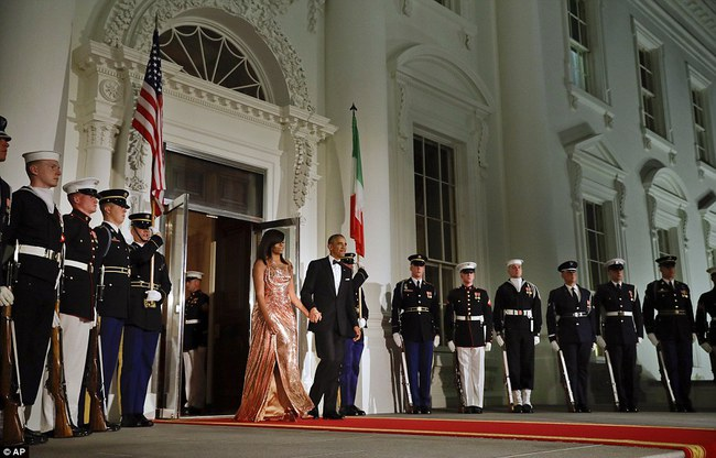 Tổng thống Obama ngậm ngùi trong quốc yến cuối cùng tại Nhà Trắng