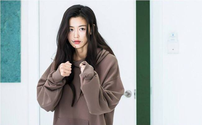 Jeon Ji Hyun bị Lee Min Ho trói lại vì... nghịch như giặc - Ảnh 3.