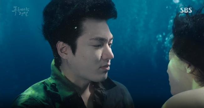 """Blue Sea: """"Thánh bịp"""" Lee Min Ho phát hiện Jeon Ji Hyun là người cá - Ảnh 22."""